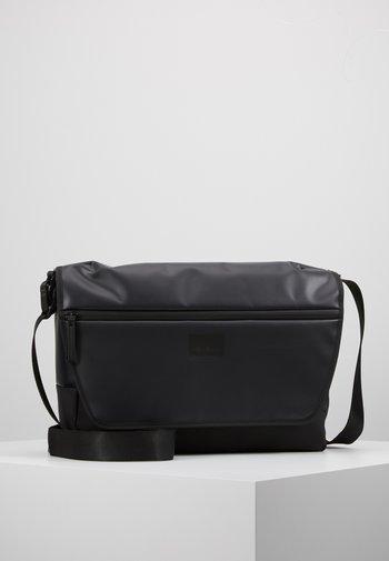 STOCKWELL MESSENGER  - Across body bag - black