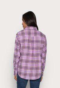 GAP Petite - EVERYDAY - Button-down blouse - purple - 2