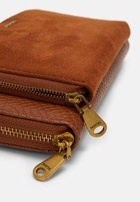 PARFOIS - Wallet - camel - 3
