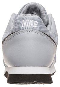 Nike Sportswear - MD RUNNER 2 BPV - Trainers - grey - 3