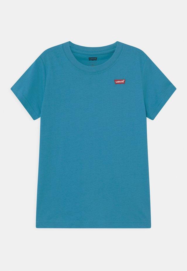 BATWING CHEST HIT - T-shirt basic - blue moon