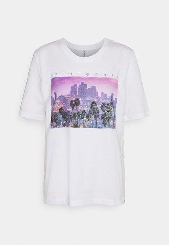 ONLIRIS LIFE BOXY CITY - Print T-shirt - bright white