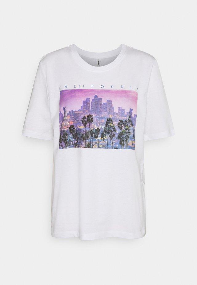 ONLIRIS LIFE BOXY CITY - T-shirts med print - bright white
