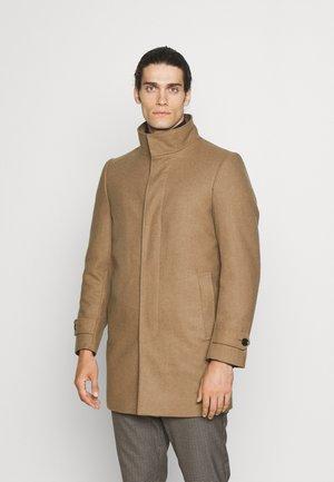 FUNNEL NECK COAT - Classic coat - camel
