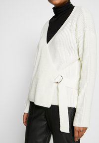 Missguided - D RING BELTED WRAP FRONT CARDIGAN - Cardigan - cream - 5