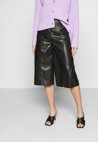 Who What Wear - THE VEGAN CULOTTE - Pantalon classique - black - 0