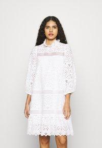 IVY & OAK - BALLOON FLOWER - Denní šaty - snow white - 0