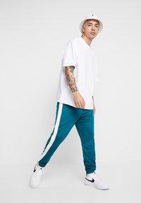 Nike Sportswear - TEARAWAY  - Pantalones deportivos - geode teal/sail - 1