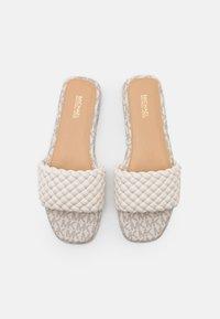 MICHAEL Michael Kors - AMELIA FLAT - Pantofle - cream - 4