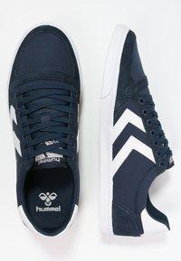 Hummel - SLIMMER STADIL - Sneakers laag - dress blue/white - 1