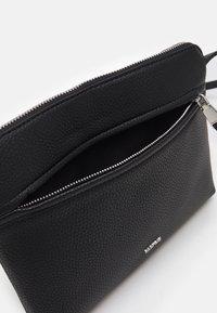 PARFOIS - CROSSBODY BAG BALLOON - Across body bag - black - 3