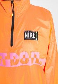 Nike Sportswear - Veste coupe-vent - atomic orange/black - 4
