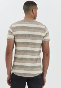 Solid - RUNDHALSSHIRT THICCO - Print T-shirt - dusty olive - 2