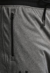 Under Armour - SPORTSTYLE - Tracksuit bottoms - carbon heather - 3