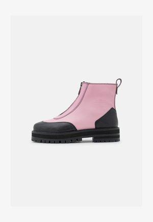 BAMBOO - Enkellaarsjes met plateauzool - feeling pink/black grainy