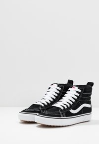 Vans - SK8 MTE UNISEX - Sneakers high - black/true white - 3