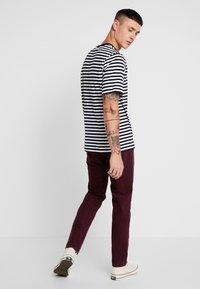 Levi's® - 511™ SLIM FIT - Trousers - winetasting warp - 2