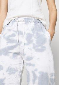 New Look - TIE DYE  - Tracksuit bottoms - dark grey - 4