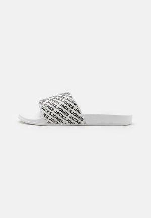 JFWLARRY LOGO SLIDER - Mules - bright white