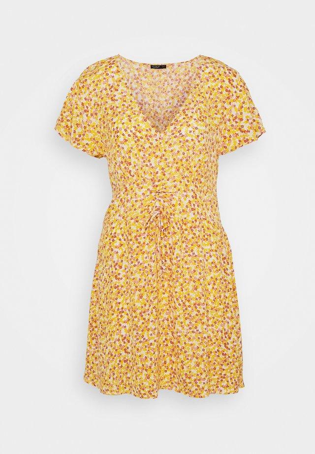 MARISSA GATHERED FRONTMINI DRESS - Denní šaty - white/mango