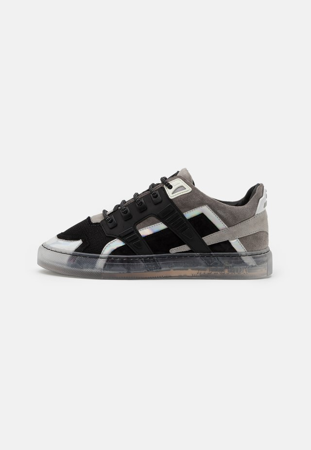 ESSENCE SILVERSTONE UNISEX - Sneaker low - grey/white