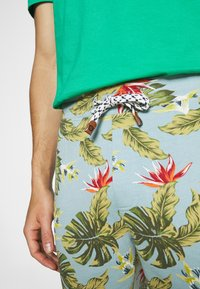 INDICODE JEANS - FLOWERS - Shorts - blue wave - 7