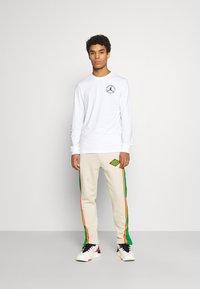 Jordan - BRAND CREW - Long sleeved top - white - 1