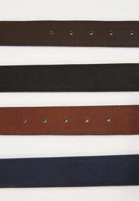 Pier One - Pásek - black/dark blue - 5