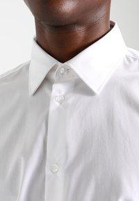 Esprit Collection - SLIM FIT - Chemise classique - white - 3