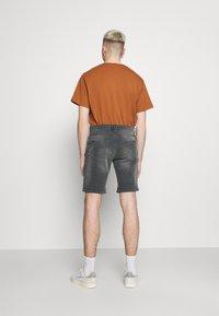 Blend - SCRATCHES - Denim shorts - denim grey - 2