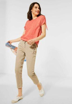 BURN-OUT - Print T-shirt - orange