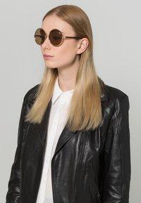 QUAY AUSTRALIA - CARA - Sunglasses - goldfarben/braun - 0