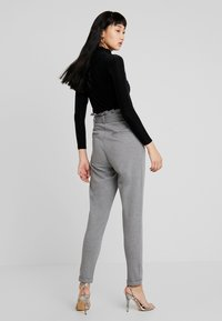 ONLY - ONLPOPTRASH EASY X PAPERBACK PANT - Trousers - medium grey melange - 2
