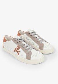 Scalpers - LIA GRAFFITI - Sneakersy niskie - white - 1