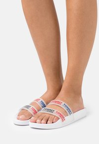 Tommy Jeans - DOUBLE STRAP POOL SLIDE - Pool slides - white - 0