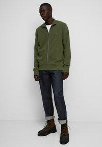 Marc O'Polo - LONG SLEEVE - Zip-up sweatshirt - burnt leaf - 1