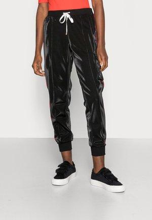 PANT - Pantalones deportivos - nero/snow white