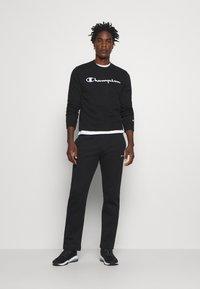 Champion - LEGACY CREWNECK - Sweatshirt - black - 1