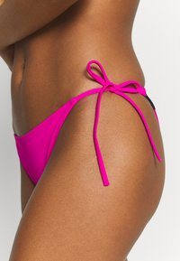 Calvin Klein Swimwear - INTENSE POWER-S - CHEEKY STRING SIDE TIE - Bikinialaosa - pink - 4