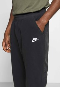 Nike Sportswear - PANT WINTER - Pantalon de survêtement - black/white - 4