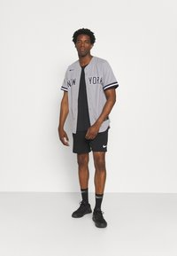Nike Performance - MLB NEW YORK YANKEES OFFICIAL REPLICA ROAD  - Klubbkläder - dugout grey - 1