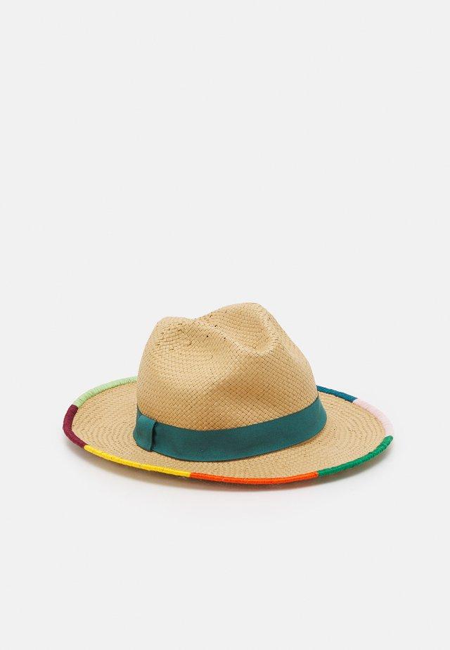 WOMEN HAT STRAW TRILBY - Hat - cognac