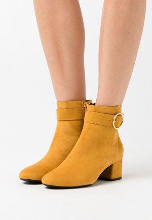 Kotníkové boty - saffron