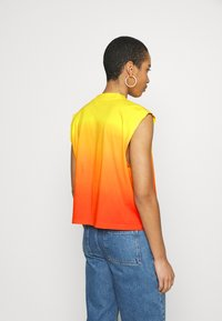 Calvin Klein Jeans - DIP DYE MUSCLE TEE - Top - yellow - 2