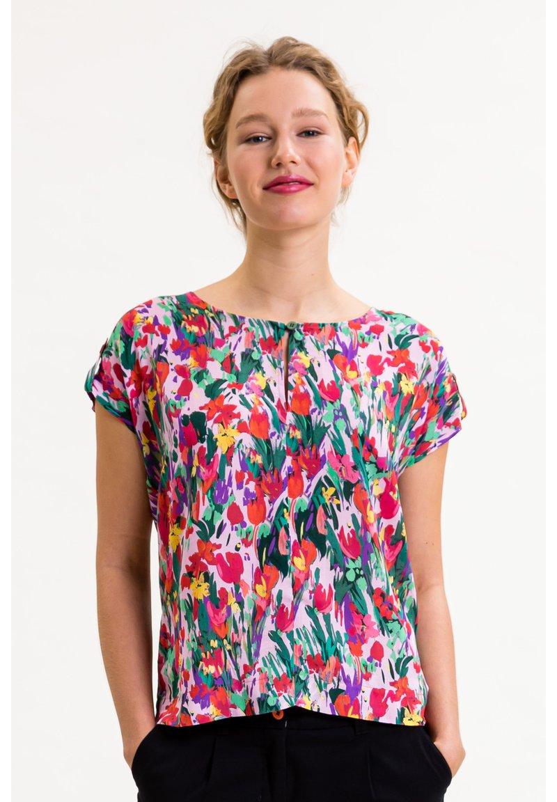 UVR Berlin - ROSALIEINA - Blouse - bunt mit floralem print
