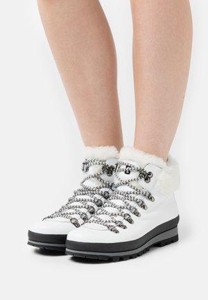 ST. ANTON  - Bottines à lacets - white