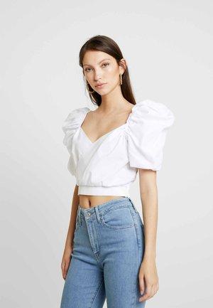 HANNA WEIG X PUFFY SHOULDER CROP BLOUSE - Blouse - white