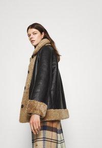 STUDIO ID - OLIVIA CONTRAST FRONT JACKET - Winter jacket - black/cream - 4