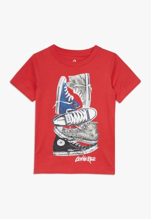 STACKED REMIX TEE - Print T-shirt - university red