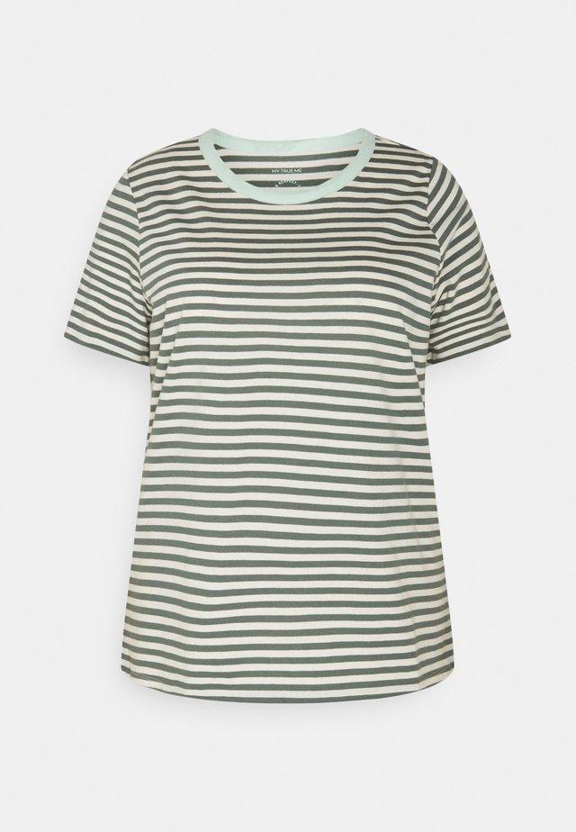 T-shirts print - jasper green/white
